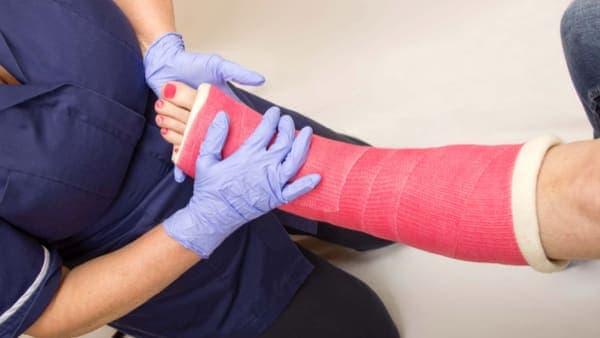 fracture cheville operation osteosynthese chevilledouleur fracture cheville reeducation docteur marc elkaim chirurgien orthopedique chirurgien de la cheville paris 9